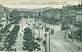 EA 1010 - L'AUVERGNE PITTORESQUE - CLERMONT-FERRAND - Panorama de la belle Place de Jaude, au 1er plan, monument de Vercingétorix, Héros de Gergovie.JPG