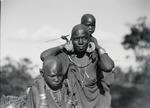 ETH-BIB-Kikujumutter mit ihren Kindern-Kilimanjaroflug 1929-30-LBS MH02-07-0336.tif