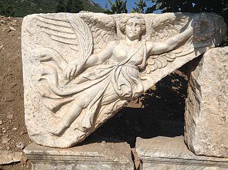 https://upload.wikimedia.org/wikipedia/commons/thumb/6/6b/Efez_2015_0175.jpg/330px-Efez_2015_0175.jpg