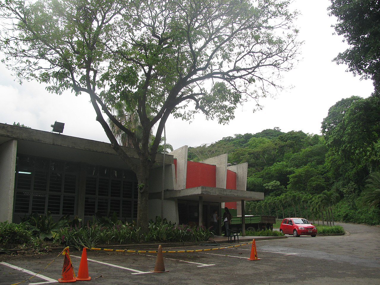 File entrada al edificio sede jardin botanico caracas for Jardin botanico costo entrada