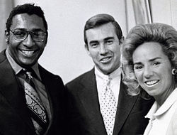 Ernie barnes with jack kemp and ethel kennedy.jpg