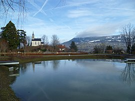 A view across the lake in Vétraz-Montoux