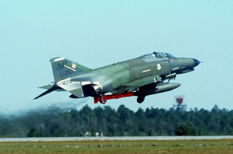 File:F-4E 70 TFS with tow target at Tyndall AFB 1986.JPEG