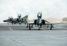 Tre aerei McDonnell Douglas F-4E Phantom II dell'aeronautica militare americana nella base area di Shiraz Air Base, 1º agosto 1977