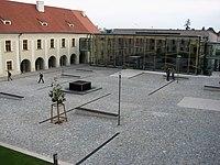 FIT VUT v Brně (nádvoří).jpeg