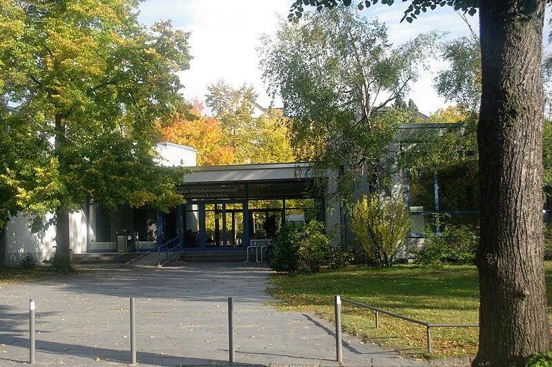FU Berlin Wirtschaftswissenschaften w%C3%A4hrend FCRC.JPG