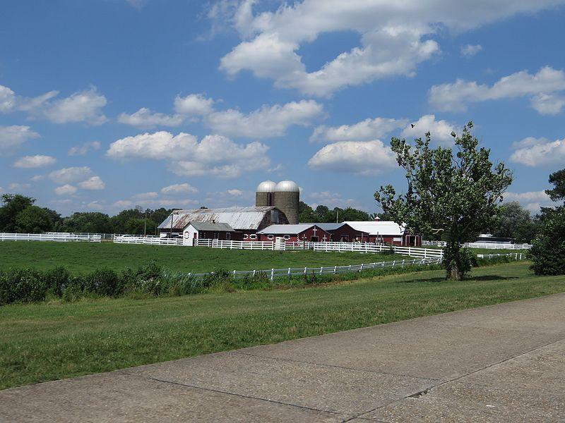 File:Farm, Colonial Parkway Near Jamestown, Virginia (14239258660).jpg