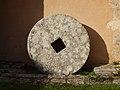 Ferrières-en-Gâtinais-FR-45-meule de paléo moulin-01.jpg