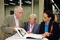 Flickr - boellstiftung - Gäste mit Buchexemplar.jpg