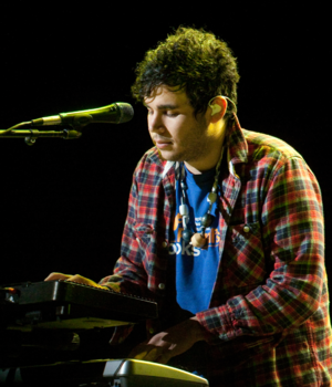 Rostam Batmanglij - Image: Flickr moses namkung Vampire Weekend 3 CROPPED