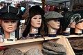 Flohmarkt Neubaugasse Wien Hüte Kappen 03.jpg