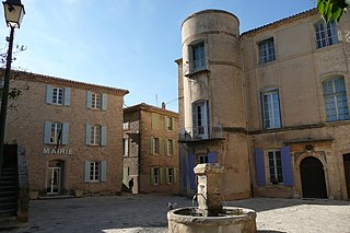 http://upload.wikimedia.org/wikipedia/commons/thumb/6/6b/Fontaine%2C_place_et_mairie_%C3%A0_Grambois.JPG/320px-Fontaine%2C_place_et_mairie_%C3%A0_Grambois.JPG?uselang=fr