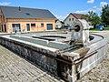 Fontaine-lavoir, semi-circulaire. Courcelles les Quingey. (2).jpg