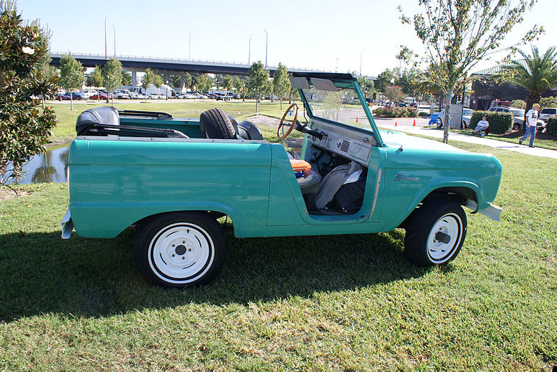 File:Ford Bronco 1966 Convertible RSide Lake Mirror Cassic 16Oct2010 (14874803014).jpg