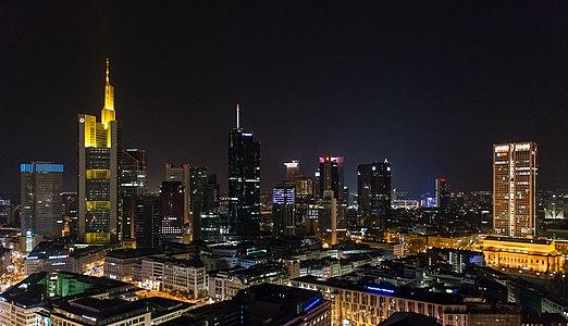 Frankfurt Skyline bei Nacht.Osten.20140330.jpg