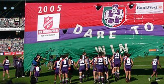 Peter Bell (Australian footballer, born 1976) - Image: Fremantle running through banner