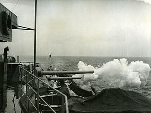 Göta Lejon firing aft guns.jpg