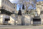 George VI and Queen Elizabeth Monument, Pall Mall, London.jpg