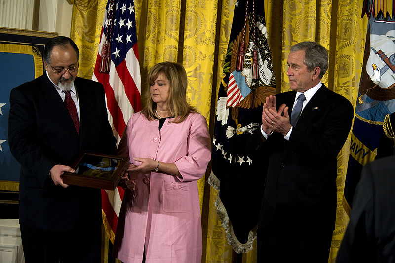 File:George and Sally Monsoor receive Michael Monsoor's Medal of Honor with George W. Bush.jpg
