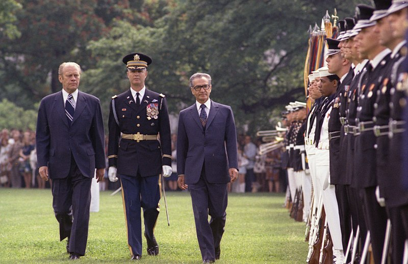 Gerald Ford and Mohammad Reza Shah Pahlavi Whitehouse South Lawn.jpg