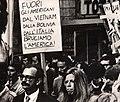 Giangiacomo Feltrinelli e Sibilla Melega, manifestazione Guevarista.jpg
