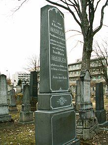 Grabstein der Eltern des Komponisten auf dem jüdischen Friedhof in Jihlava (Iglau) (Quelle: Wikimedia)