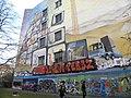Grafittimalere i Kreuzberg - panoramio.jpg