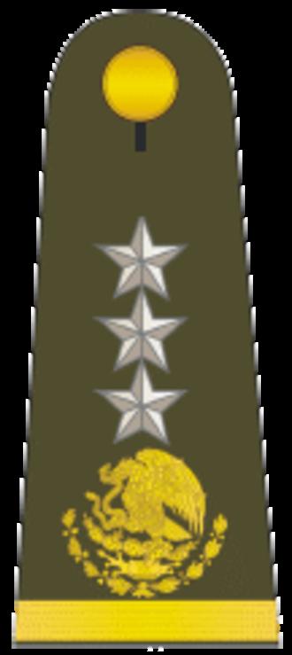 Divisional general - General de división