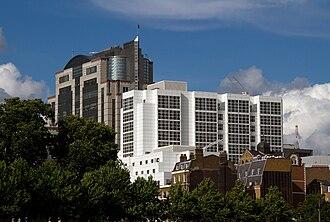Grange City Hotel and America Square Conference Centre, London.jpg