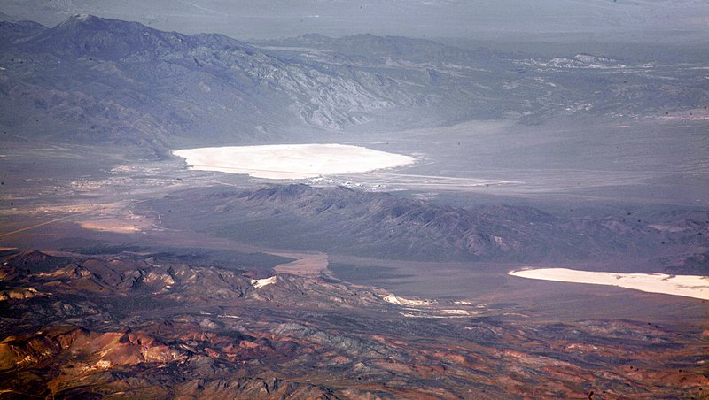 File:Groom Lake and Papoose Lake.jpg