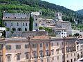 Gubbio - Palazzo Ducale e Duomo - panoramio.jpg