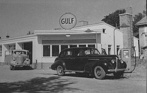 Oldsmobile Series 70 - Image: Gulf asema 1950 luku