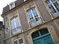 Hôtel particulier fenêtres à l'étage 7 rue Diderot Moulins.jpg