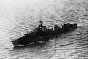 HMS Urania (R05) - Image: HMS Urania 1944 IWM FL 20727