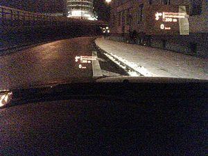 HUD in der Nacht in einem BMW 5er (E60) 2.jpg