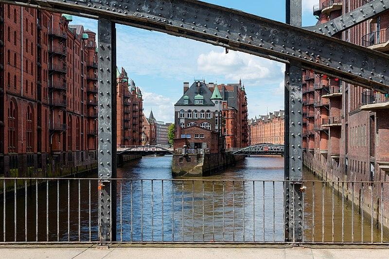 File:Hamburg, Speicherstadt, Wasserschloss -- 2016 -- 2944-50.jpg