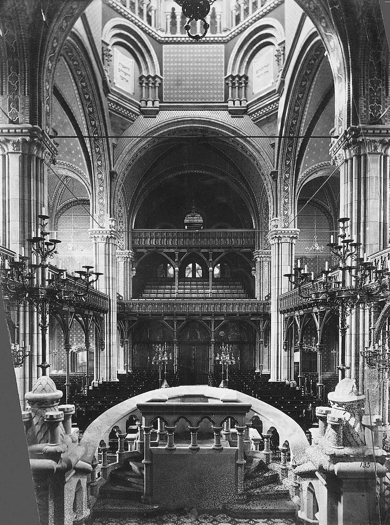 Hannover Synagoge 1890, innen.jpg