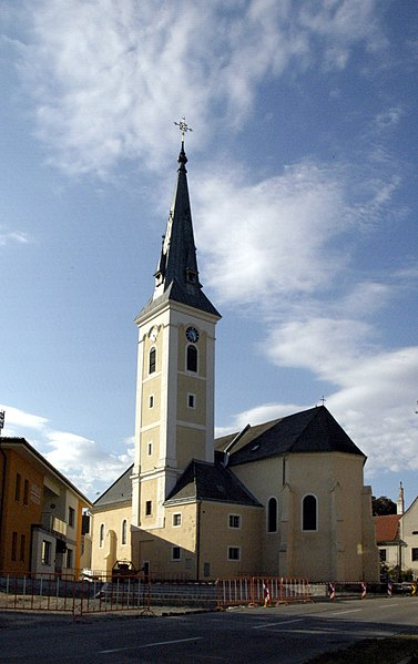 File:Haugsdorf Kirche.jpg