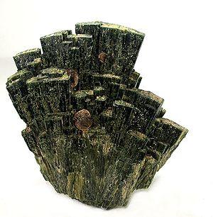 Hedenbergite - Image: Hedenbergite Garnet Group 36942