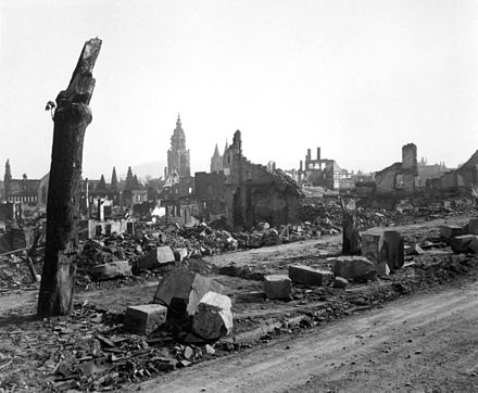 Ruins in Heilbronn in 1945. Heilbronn ca. April 1945.jpg