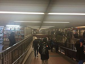 34th Street–Herald Square (New York City Subway) - Image: Herald Sq ramp vc