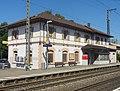 Herbolzheim, Bahnhof, Empfangsgebäude, Blick von Südosten (Gleisseite).jpg