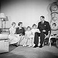 Het Deense Koninklijk gezin in hun woning in paleis Brockdorff in Slot Amalienbo, Bestanddeelnr 252-8593.jpg