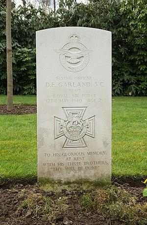 Donald Garland - Grave, Heverlee War Cemetery