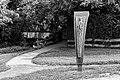 Hiddingsel, Skulptur -Frauenschemm- von Uta Krüger-Naumann an der Frauenschemmbrücke -- 2013 -- 2218 (bw).jpg