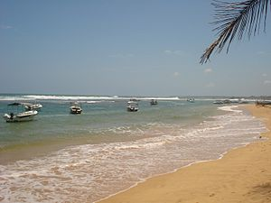 English: Fishing boats near the Hikkaduwa beach.