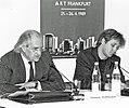 Hillmar Hoffmann links mit Bodo Sperling rechts, Podium 1. Kunstmesse ART-Frankfurt.jpg
