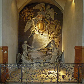Hindelbank - Monumental tomb for Hironymus von Erlach who died in 1748. On the floor is the tomb of Maria Magdalena Langhans, the wife of a pastor, who dies in 1751. Both tombs are the work of Johann August Nahl.