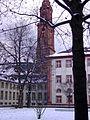 II. Campus Altstadt Neue Universität Heidelberg Innenhof mit Blick auf den Kirchturm der Jesuitenkirche.JPG