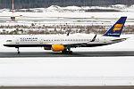 Icelandair, TF-FIN, Boeing 757-208 (25263539071).jpg